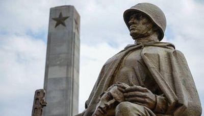 Впольше законом разрешается сносить памятники советским солдатам - «общество»
