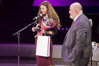Xx церемония национальной премии серебряный лучник: дарить счастье людям