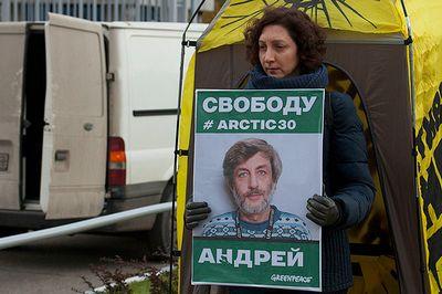 Жена задержанного сотрудника greenpeace андрея аллахвердова рассказала газете.ru, как она оценивает происходящее в мурманске