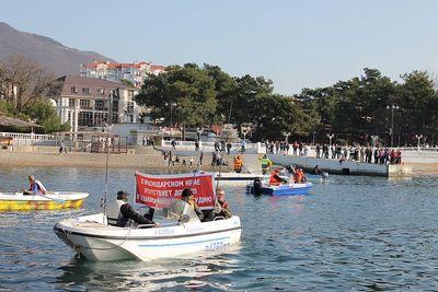 Жители геленджика просят оставить им место для выхода в море